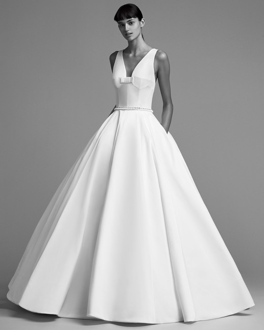 viktor rolf wedding dress fall 2018 embellished waist gown v-neck