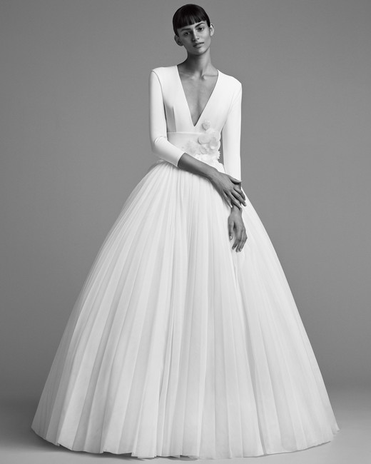 viktor rolf wedding dress fall 2018 v-neck long sleeve