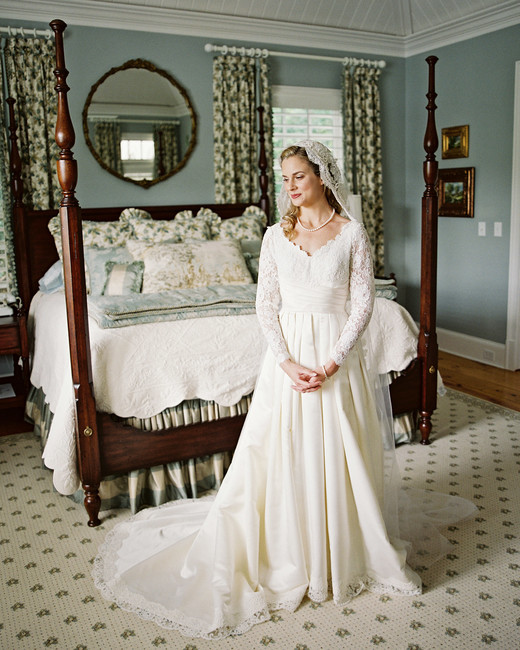 long sleeved wedding vintage dress