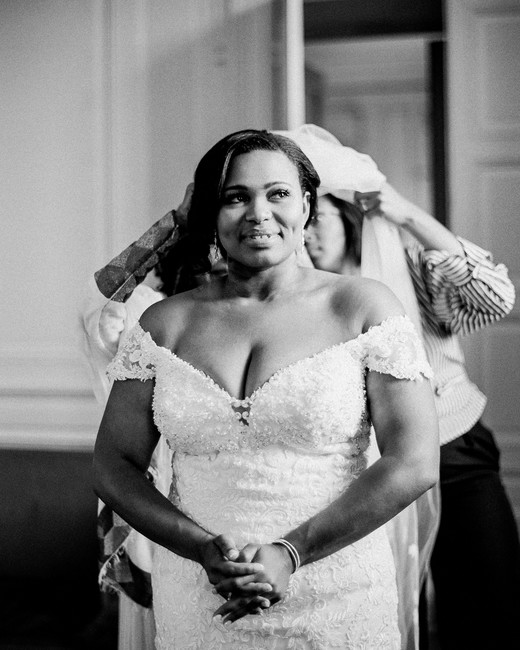 bride putting on wedding veil before ceremony