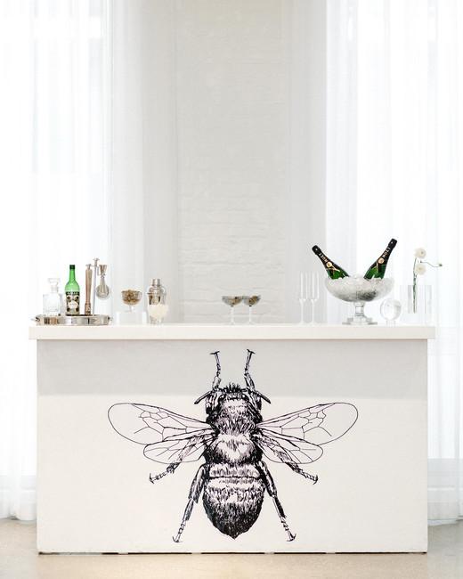 bee wedding ideas bar with black bee illustration