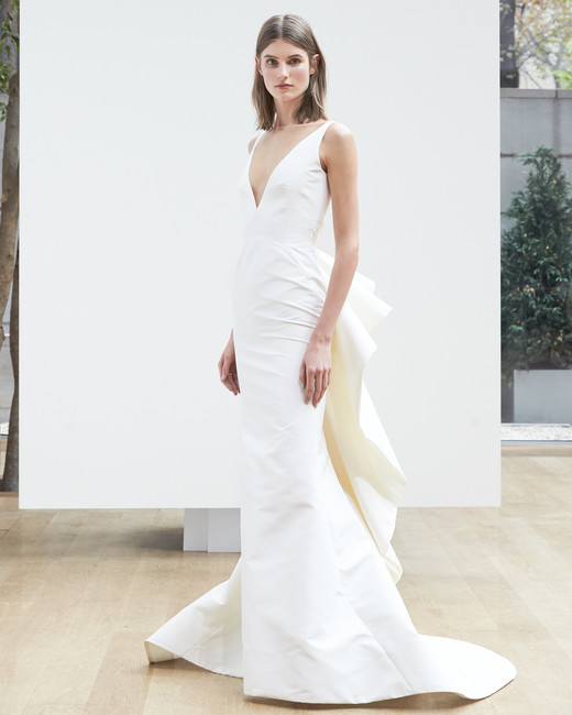 v-neck trumpet Oscar de la Renta Spring 2018 Wedding Dress Collection