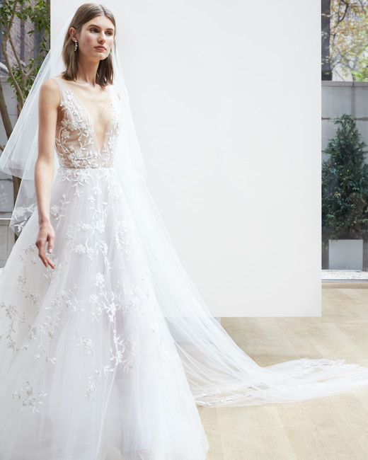 v-neck lace Oscar de la Renta Spring 2018 Wedding Dress Collection