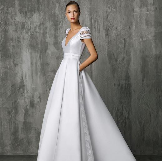 Victoria Kyriakides V-Neck Wedding Dress Fall 2018