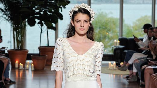 laure de sagazon fall 2018 short-sleeve lace v-neck