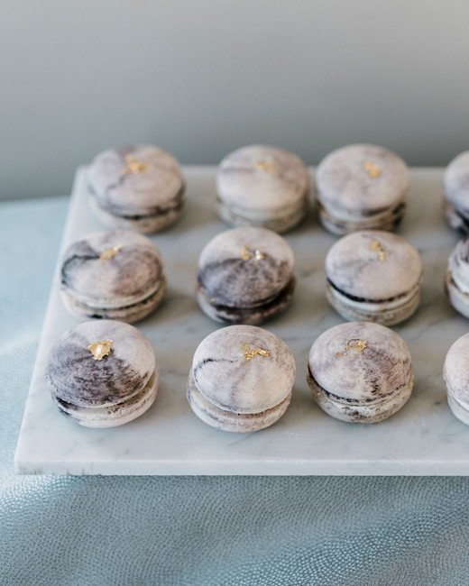 marble wedding ideas gray macaroons