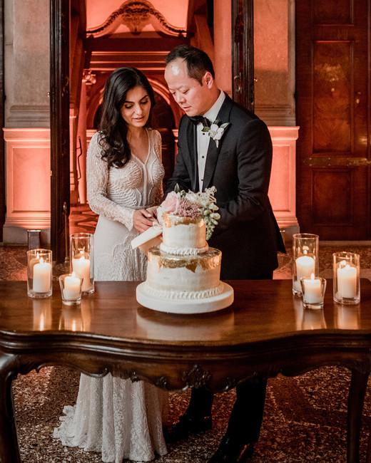 elle raymond venice wedding bride groom cutting cake