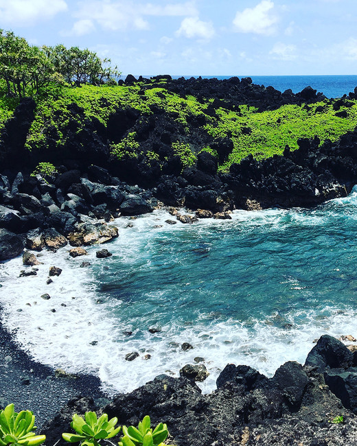 hawaii experiences lush coastline road to hana waianapanapa state park