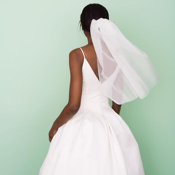 How to diy your wedding veil its surprisingly easy martha diy veil solutioingenieria Images