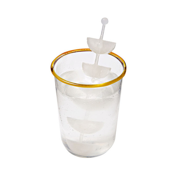 ice stirrer with ice fruit slices