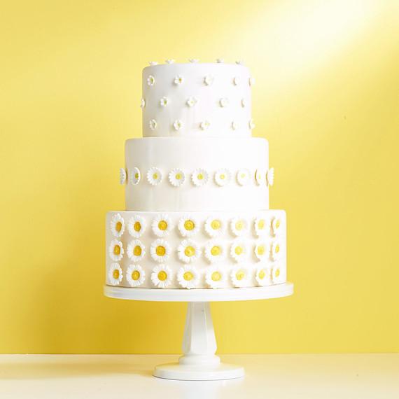 daisy pattern white cake