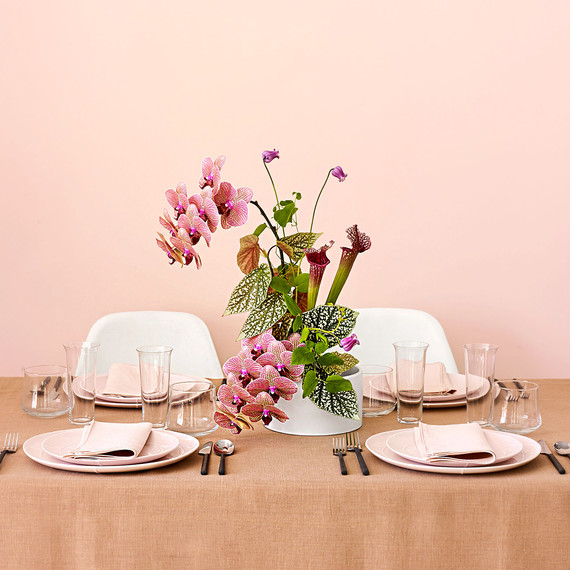 These Japanese Inspired Centerpieces Are The Florals Your Minimalist