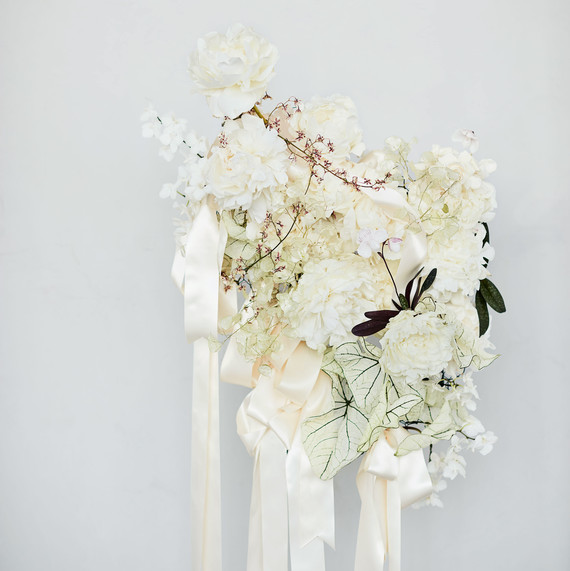 ribbon white bouquet