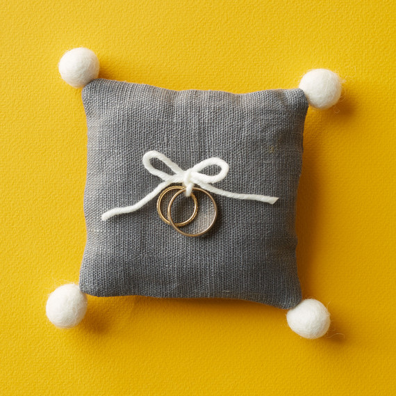 pom pom ring pillow