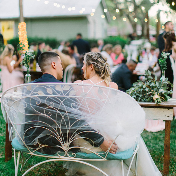 who traditionally sits at the head table during the wedding rh marthastewartweddings com wedding head table layout wedding head table flowers