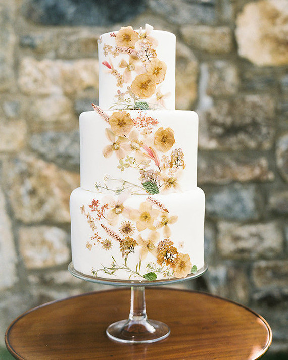 The Prettiest Ways to Use Pressed Flowers Throughout Your Wedding