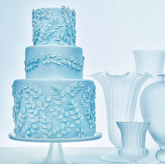 glass cake blue leaf motif