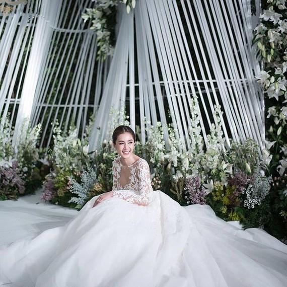 Noey Chotika Wedding Dress