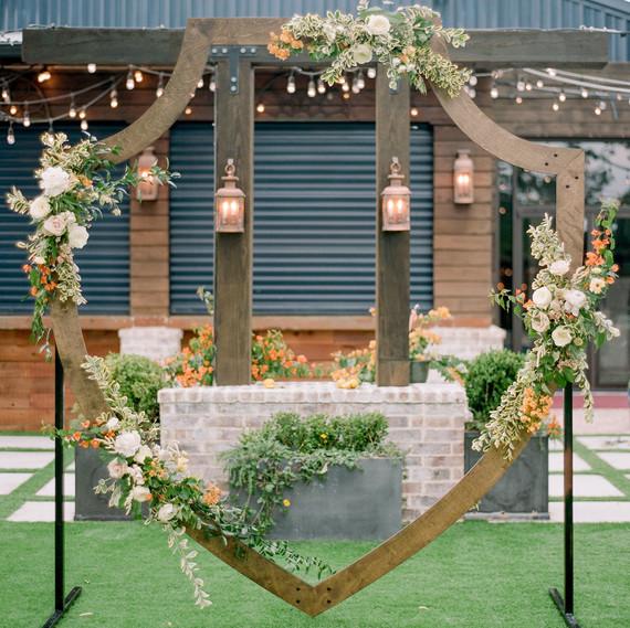 crest wedding decor dana fernandez