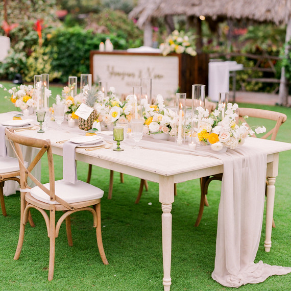 The Right Way to Seat Wedding Guests at a Singles Table