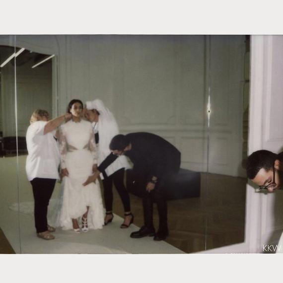 kim-kardashian-wedding-dress-fitting-1-0516.jpg