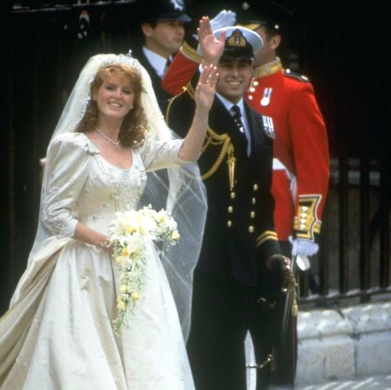 Princess Eugenie Wedding.Look Back At Sarah Ferguson S Wedding Dress And See How It Compares