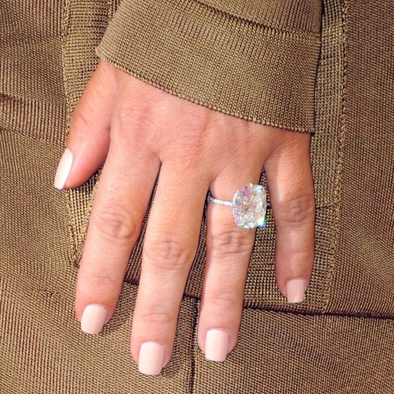 Kim kardashian debuts a new gigantic diamond ring at the vmas celebrity engagement rings kim kardashian 1015g junglespirit Images