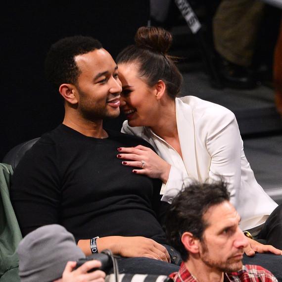 celebs-courtside-chrissy-teigen-john-legend-0616.jpg