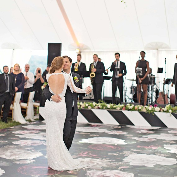 6 Tips For Choosing The Perfect First Dance Song Martha Stewart