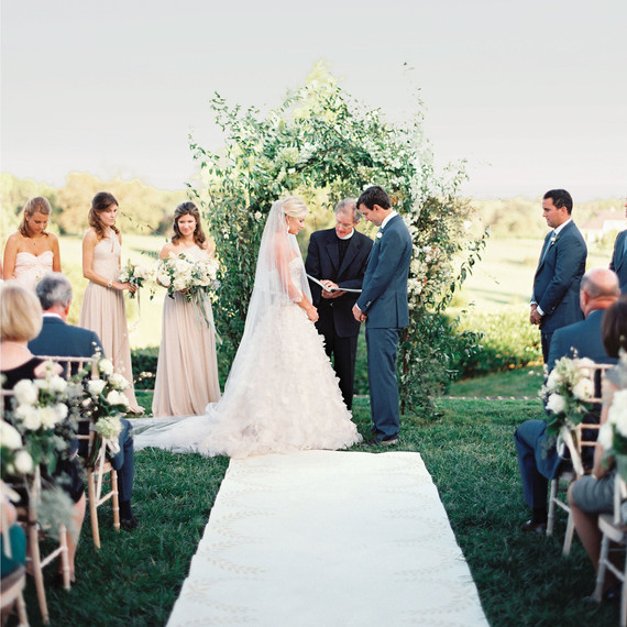 Wedding Altar Hire: How To Hire A Wedding Officiant