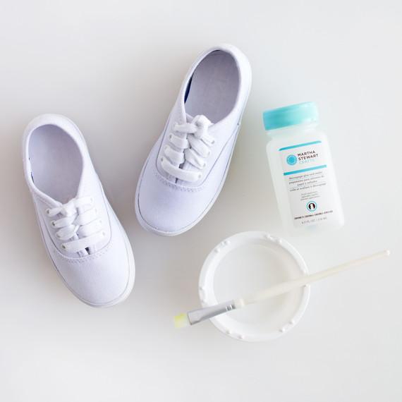 david_stark_design_diy_monogrammed_shoes_3_step_1.jpg
