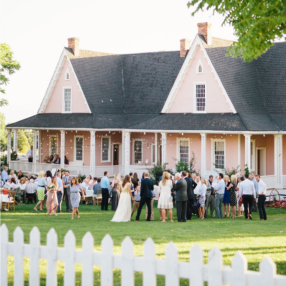 6 Things You Need To Do If Youre Throwing A Wedding At Home