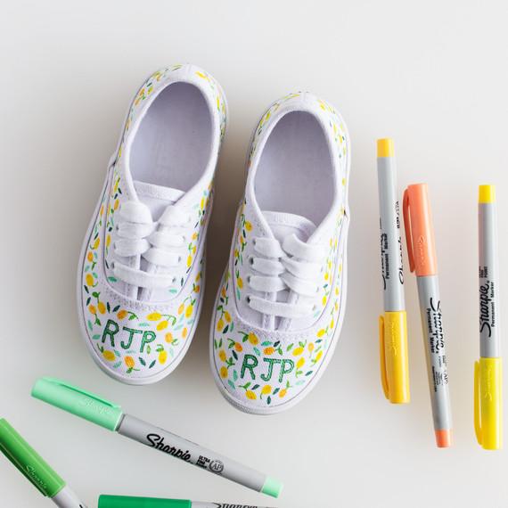 david_stark_design_diy_monogrammed_shoes_5_step_2_2.jpg