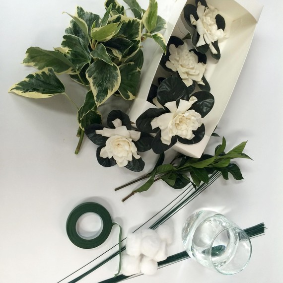 This DIY Cascading Bouquet Is Every Retro Bride\'s Dream | Martha ...