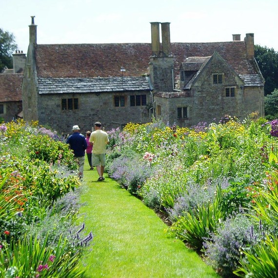 mottistone-manor-benedict-cumberbatch-sophie-hunter-wedding-venue.jpg