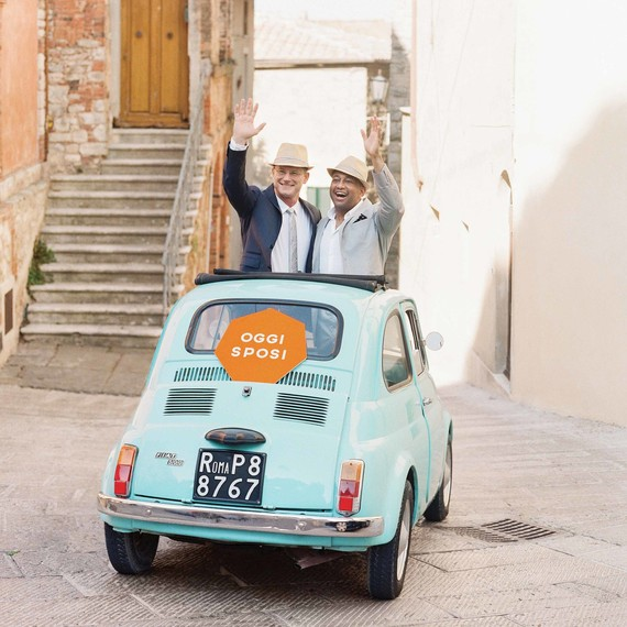 dennis-bryan-wedding-italy-vintage-fiat-getaway-car-just-married-002-0172-s112633.jpg