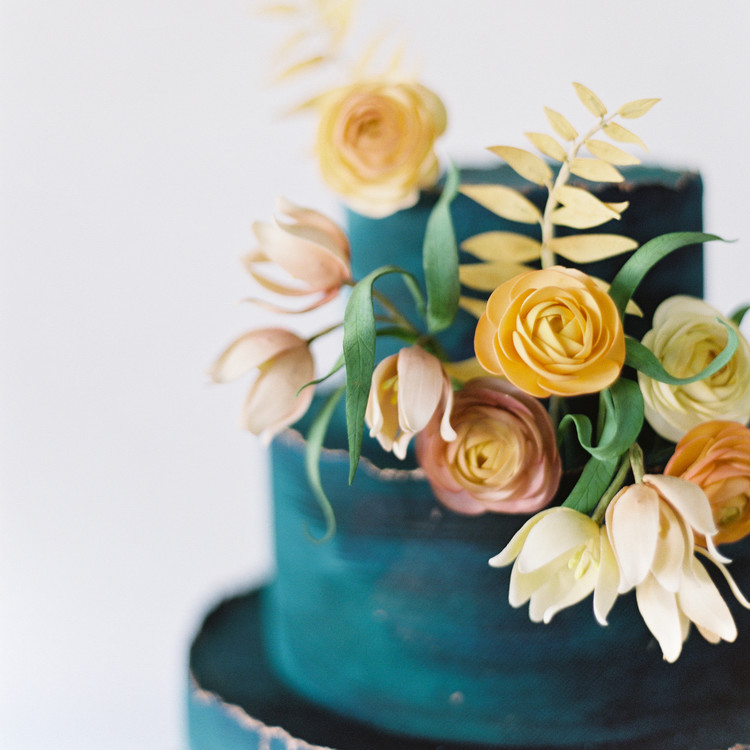 Sugar Flower Details, Fall Wedding Cake trends