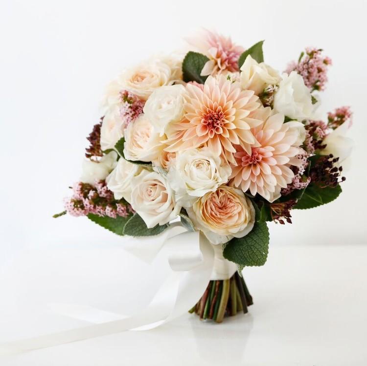 wedding dress-inspired bouquet fall 2018 marchesa