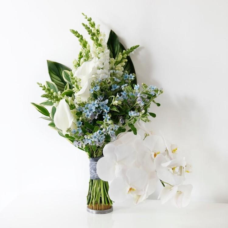 wedding dress-inspired bouquet fall 2018 lela rose
