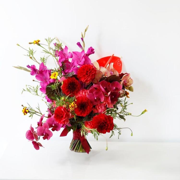 wedding dress-inspired bouquet fall 2018 naeem khan