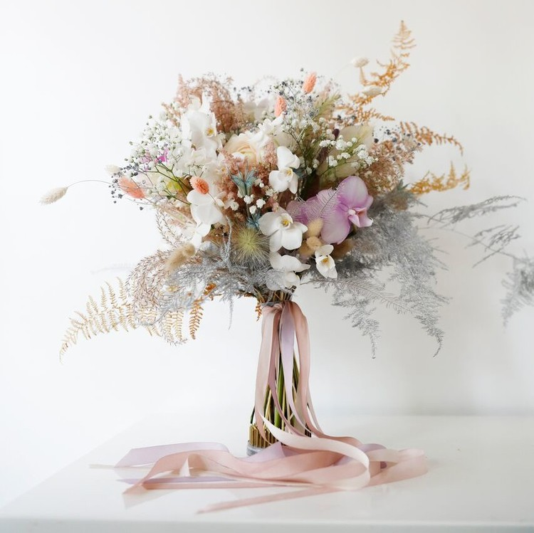 wedding dress-inspired bouquet fall 2018 hayley paige