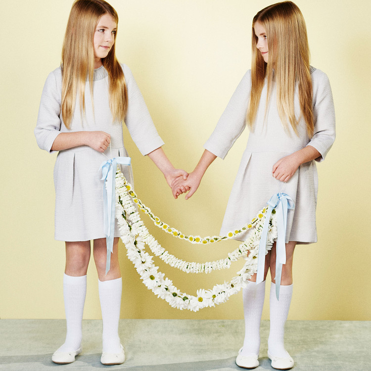 white daisy mum garland flower girls
