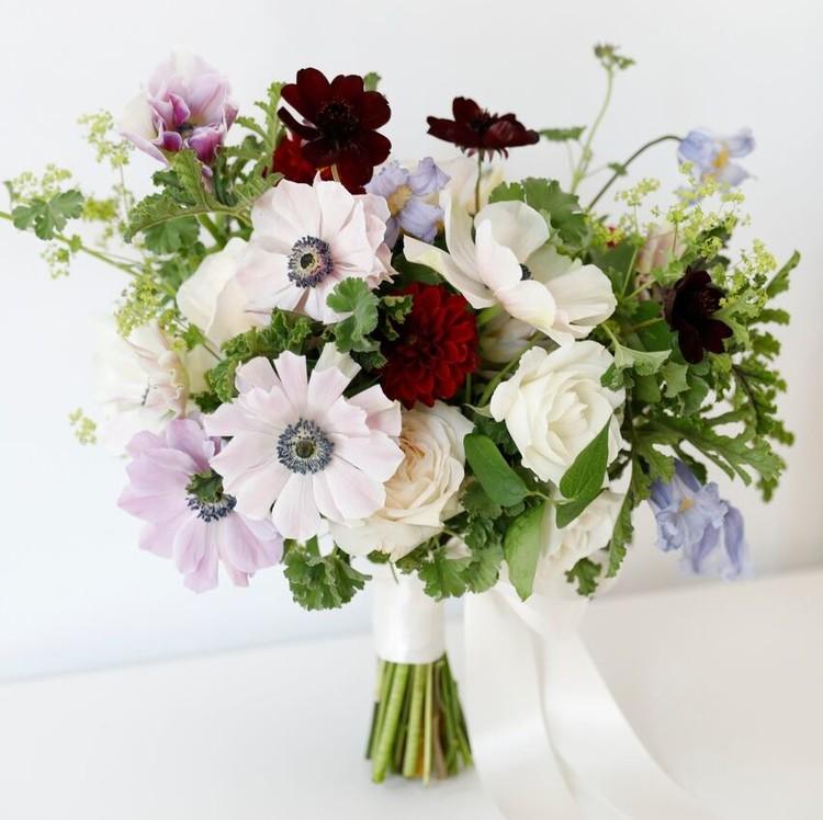 wedding dress-inspired bouquet fall 2018 carolina herrera